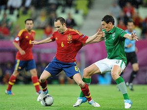 Andres Iniesta, Keith Andrews