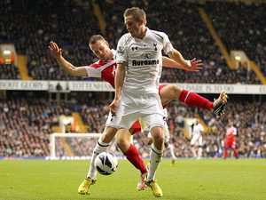 Tottenham Hotspur's Gylfi Sigurðsson and Queens Park Rangers' Clint Hill on September 23, 2012
