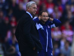 Martin O'Neill and Alan Pardew during the Tyne-Wear derby
