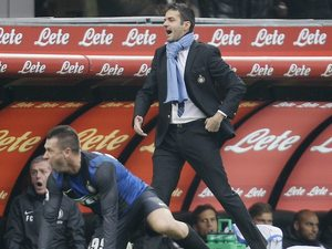 Inter Milan boss Andrea Stramaccioni shouting on November 18, 2012