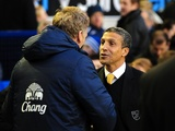 Everton's David Moyes greets Norwich boss Chris Hughton on November 24, 2012