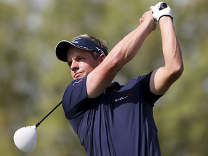 Luke Donald tees off during the final round at the World Tour Championship in Dubai on November 25, 2012