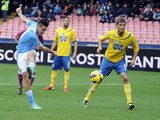 Napoli's Marek Hamsik strikes to score against Pescara on December 2, 2012