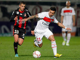 Paris Saint Germain's Ezequiel Lavezzi and Nice's Valentin Eysseric battle for the ball on December 1, 2012