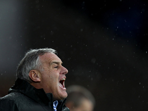 Sheffield Wednesday manager Dave Jones shouting in the rain on December 2, 2012