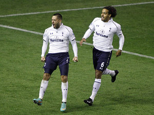Tom Huddlestone congratulates Clint Dempsey after scoring the opener on December 9, 2012