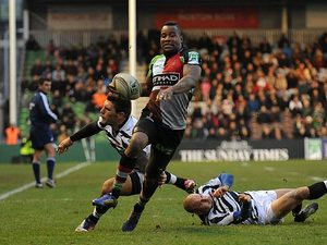 Harlequins Ugo Monye gets past Zebra's Giovanbattista Venditti on December 15, 2012
