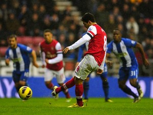 Arsenal's Mikel Arteta shoots from the penalty spot on December 22, 2012