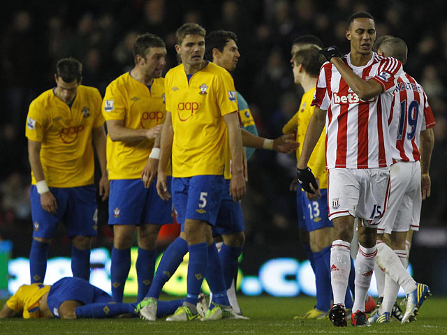 Steven NZonzi makes his way off the field after being shown a red card on December 29, 2012