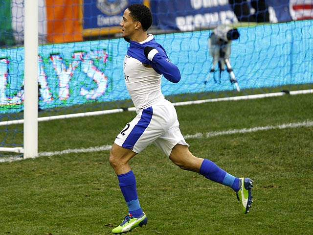 Steven Pienaar celebrates moments after scoring the opener against Chelsea on December 30, 2012