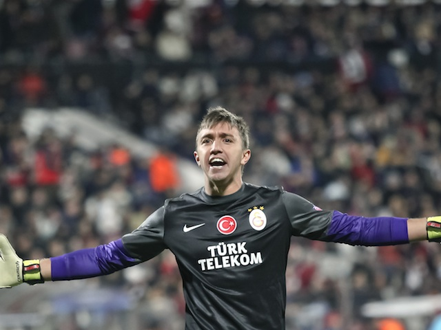 Galatasaray keeper Fernando Muslera in action against Cluj on November 8, 2012