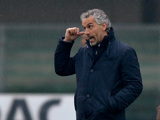 Parma boss Roberto Donadoni gestures to his players during the match against Chievo on January 20, 2013