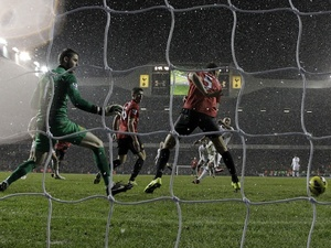 Spurs' Clint Dempsey slides home a late equaliser against Man Utd on January 20, 2013