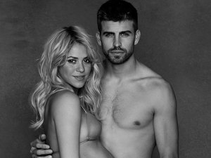 Gerard Pique and pregnant wife Shakira pose topless (4x3 version)