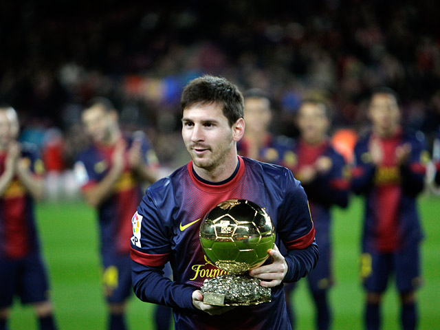 Lionel Messi poses with his FIFA Men's World Player of the Year award before the Copa del Rey match against Malaga on January 16, 2013
