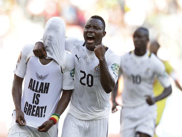 Ghana's Mubarak Wakaso (hidden) is congratulated on his goal against Mali by Kwadwo Asamoah on January 24, 2013