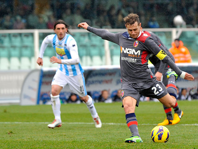 Bologna's Alessandro Diamanti scores from the penalty spot to equalise against Pescara on Febraury 3, 2013