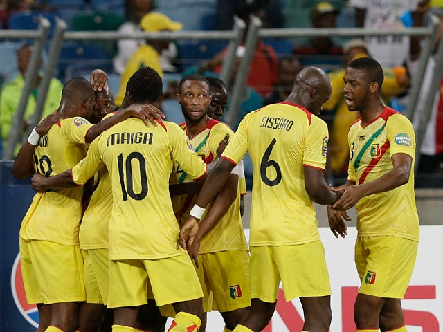 Mali's Mahamadou Samassa is congratulated by team mate after scoring the equaliser in the Africa Cup of Nations against Congo DR on January 28, 2013