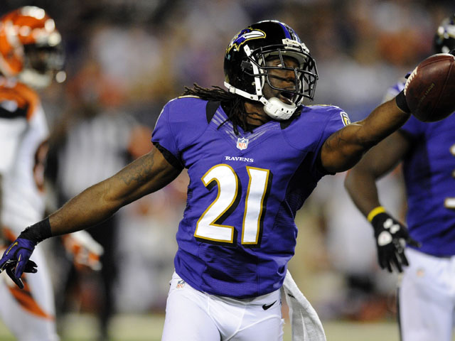 Baltimore Ravens cornerback Lardarius Webb recovers a fumble during his side's match with the Cincinnati Bengals on September 9, 2012