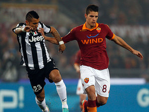 Roma's Lamela and Juventus' Arturo Vidal battle for the ball on February 16, 2013