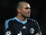 Schalke forward Edu, in action against Man Utd on May 4, 2011