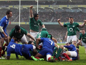 Ireland's Jamie Heaslip scores a try in the Six Nations match with France on March 9, 2013