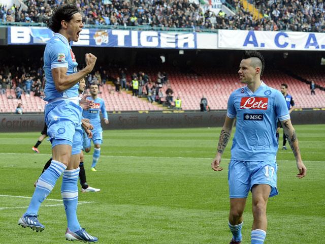 Napoli striker Edinson Cavani celebrates after scoring against Atalanta during the Seria A clash on March 17, 2013