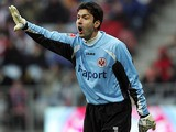 Frankfurt goalkeeper Oka Nikolov in action on February 26, 2006