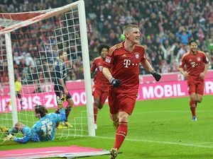 Munich's Bastian Schweinsteiger celebrates after scoring his team's second against Hamburger SV on March 30, 2013
