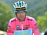Italy's Vincenzo Nibali wearing the pink jersey pedals during the 15th stage of the Giro d'Italia on May 19, 2013