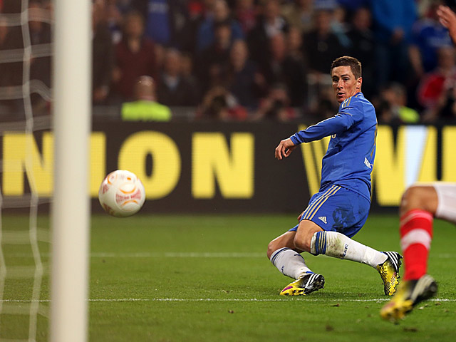 Chelsea's Fernando Torres scores the opening goal against Benfica on May 15, 2013