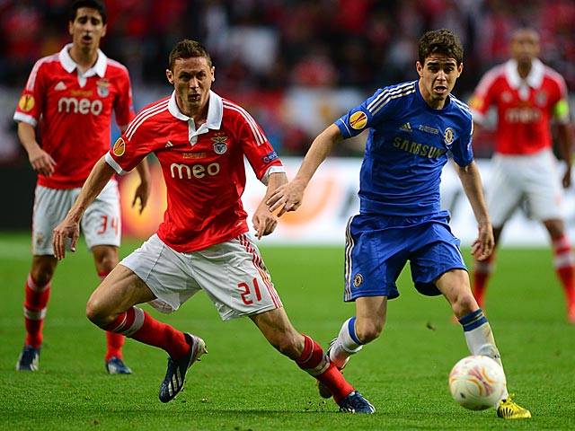 Benfica's Nemanja Matic and Chelsea's Oscar battle for the ball on May 15, 2013