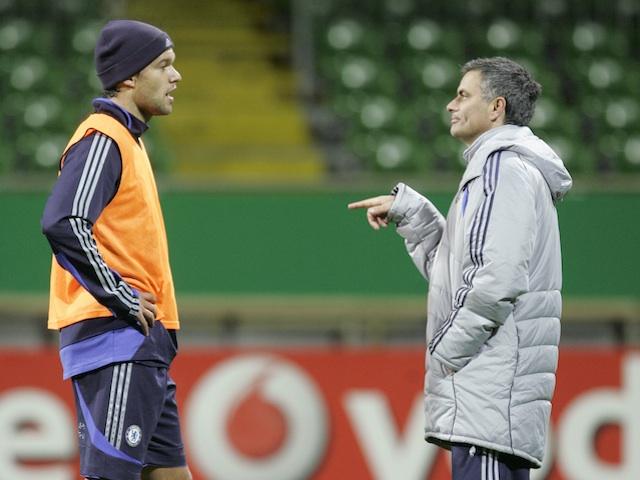 Chelsea's Michael Ballack speaks to coach Jose Mourinho on November 21, 2006