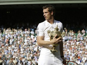 Andy Murray hold the Wimbledon trophy after defeating Novak Djokovic in the final on July 7, 2013