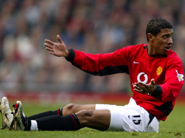 Kleberson appeals for a foul while playing for Manchester United.