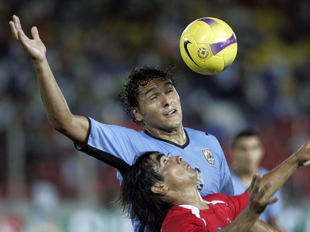 Uruguay's Marcelo Silva fights for the ball with Chile's David Llanos during an under-20 South American soccer game on January 22, 2009