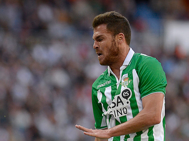 Real Betis' Javier Chica in action on April 20, 2013
