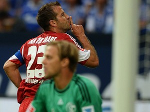 Hamburg's Rafael van der Vaart celebrates after scoring the equaliser against Schalke on August 11, 2013