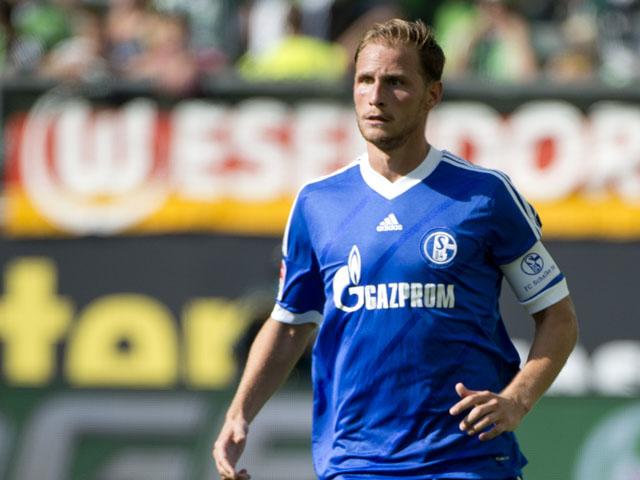 Schalke's defender Benedikt Hoewedes runs with the ball during the German first division Bundesliga football match VfL Wolfsburg vs FC Schalke 04 in Wolfsburg, central Germany, on August 17, 2013