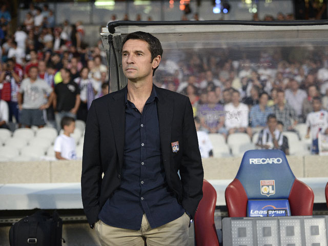 Lyon's French head coach Remi Garde waits before the French L1 football match Lyon (OL) vs. Nice (OGC) on August 10, 2013