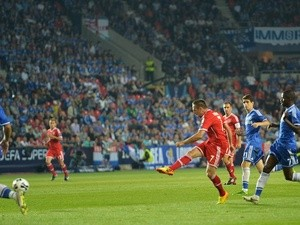 Bayern's Franck Ribery strikes the equaliser against Chelsea on August 30, 2013