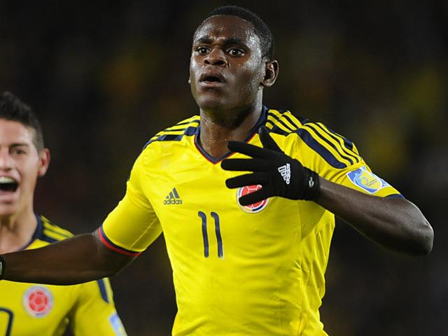 Colombia 39 s duvan zapata celebrates his goal against mexico for Divano zapata
