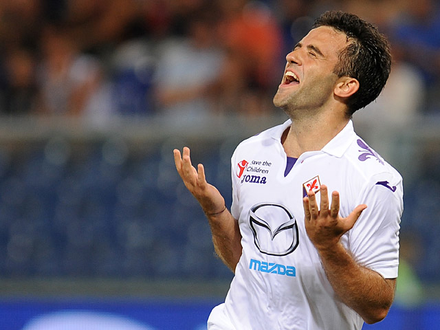 Fiorentina's Giuseppe Rossi celebrates after scoring his team's second goal against Genoa on September 1, 2013