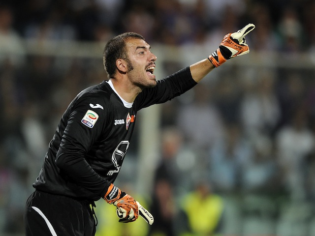 Goalkeeper Emiliano Viviano of Fiorentina during the Serie A match between Fiorentina and Juventus on September 25, 2012