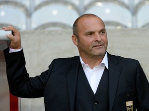 Evian's French coach Pascal Dupraz attends the French L1 football match Lille vies Evian TG on September 24, 2013