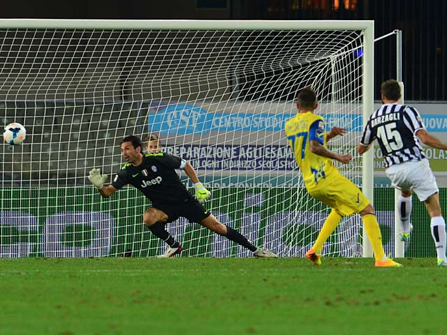 Chievo Verona's Cyril Thereau scores the opening goal against Juventus during their Serie A match on September 25, 2013