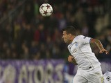 Porto's Argentinian defender Nicolas Otamendi heads the ball during the UEFA Champions League Group G football match Austria Wien vs Porto at the Ernst Happel stadium in Vienna on September 18, 2013