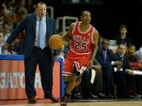 Marquis Teague of the Chicago Bulls in action against Washington Wizards on October 12, 2013