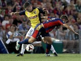 Central Coast Mariners' Nick Montgomery and Newcastle Jets' Connor Chapman battle for the ball during their A-League match on November 2, 2013
