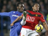 Chelsea's Ghanaian midfielder Michael Essien (L) vies with Manchester United's Brazilian midfielder Anderson during the English Premier League footbal match between Chelsea and Manchester United on November 8, 2009